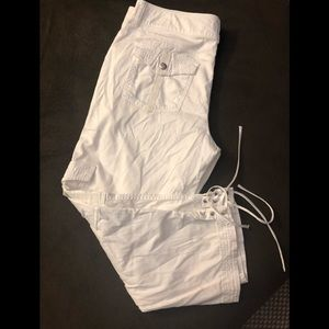 White/black women capri